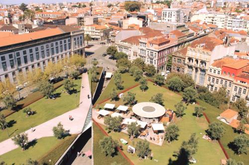 """Artigo sobre o Projecto Quinto Alçado do Porto na revista """"Edifícios e Energia"""""""